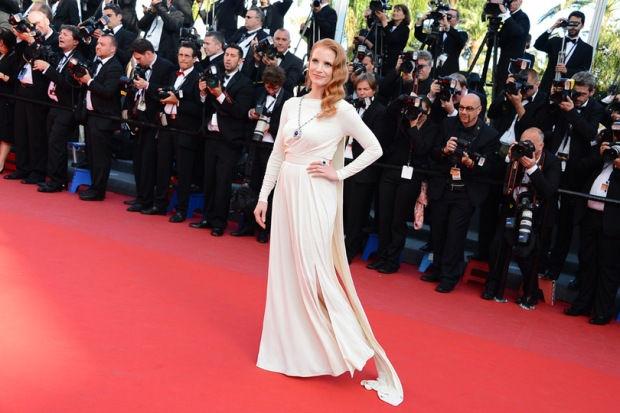 Jessica-Chastain-en-robe-de-soiree-Versace-a-Cannes-2013_exact810x609_l