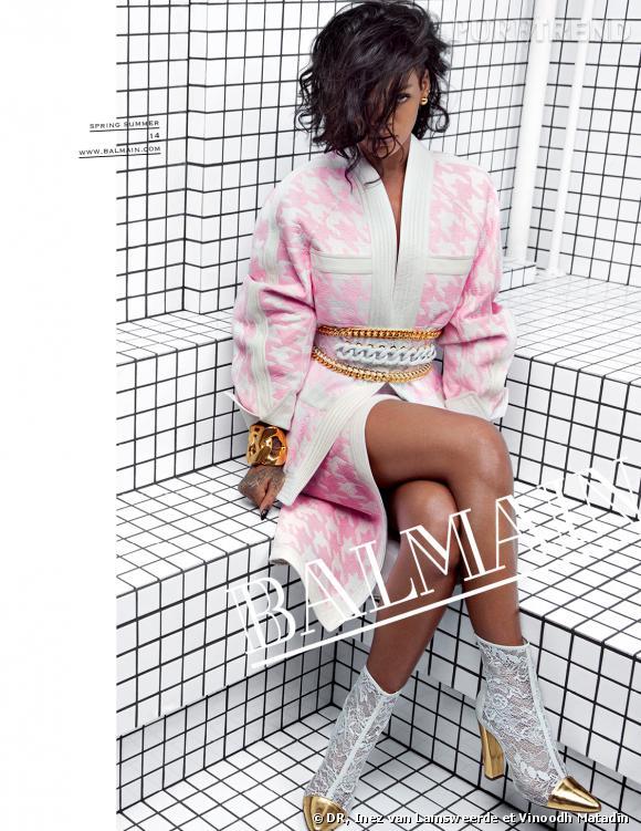 Rihanna vient d'être nommée nouvelle égérie de la maison Balmain pour la collection Printemps-Été 2014.  La campagne à été tournée à New York en novembre dernier. On y voit la Barbadienne prendre la pose devant l'objectif des photographes Inez van Lamsweerde et Vinoodh Matadin, le duo qui shoote toutes les publicités ces derniers temps. Une Rihanna de toute beauté, rock et chic avec une coupe au carré naturel et ondulé.  « Les rêves peuvent se réaliser... Lorsqu'une femme que vous admirez porte vos créations, alors vous vous sentez épanouie. Rebelle, fraîche, moderne, Rihanna, icône de ma génération, représente à merveille ma vision de Balmain dans cette nouvelle campagne. Quand elle est là, devant l'appareil, c'est comme si elle était l'unique femme du monde », a déclaré dans un communiqué Olivier Rousteing, directeur artistique chez Balmain. Rihanna avait alimenté les plus grandes rumeurs lors de son passage au dernier défilé Chanel de la Fashion Week. Tout le monde laissé entendre qu'elle serait la nouvelle égérie de la maison de la rue Cambon. En collaborant avec Balmain, Rihanna fait donc taire les rumeurs. De plus, la maison Chanel à annoncer la semaine dernière lors de son défilé Paris-Dallas le nom de sa nouvelle égérie qui n'est autre que Kristen Stewart.   Je vous laisse apercevoir les visuels disponibles de la prochaine campagne.