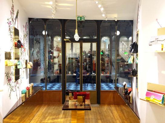 Christian Louboutin ouvre son premier bag store
