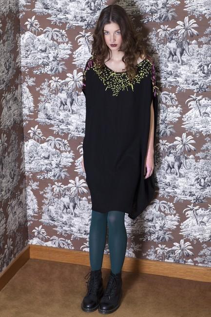 robe-brodee-en-laine-noire_3fb84c5939276012ca1f5a718d166164