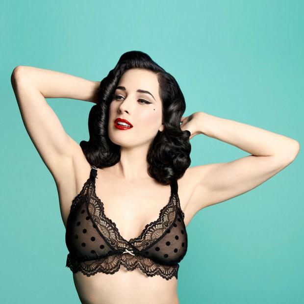 Enceinte-et-sexy-avec-la-lingerie-de-Dita-von-Teese_visuel_article2
